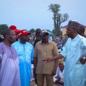 Zulum shares food, N125.5m cash to 40,000 families in Damboa Local Government